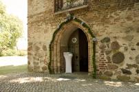 Kurche-Kirchenportal-Girlande-Schmuck- Buchsbaum-Hortensien-Blumen-Heiraten-auf-Usedom-brautsrauß-rosen-und-dornen-florist-zinnowitz-blumenladen