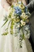 Blumen-Heiraten-auf-Usedom-brautsrauß-rosen-und-dornen-florist-zinnowitz-blumenladen-wasserfall-Hochzeitsstrauß-blau-hortensien