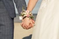 Blumen-Heiraten-auf-Usedom-brautsrauß-rosen-und-dornen-florist-zinnowitz-blumenladen-blumenarmband-rosa